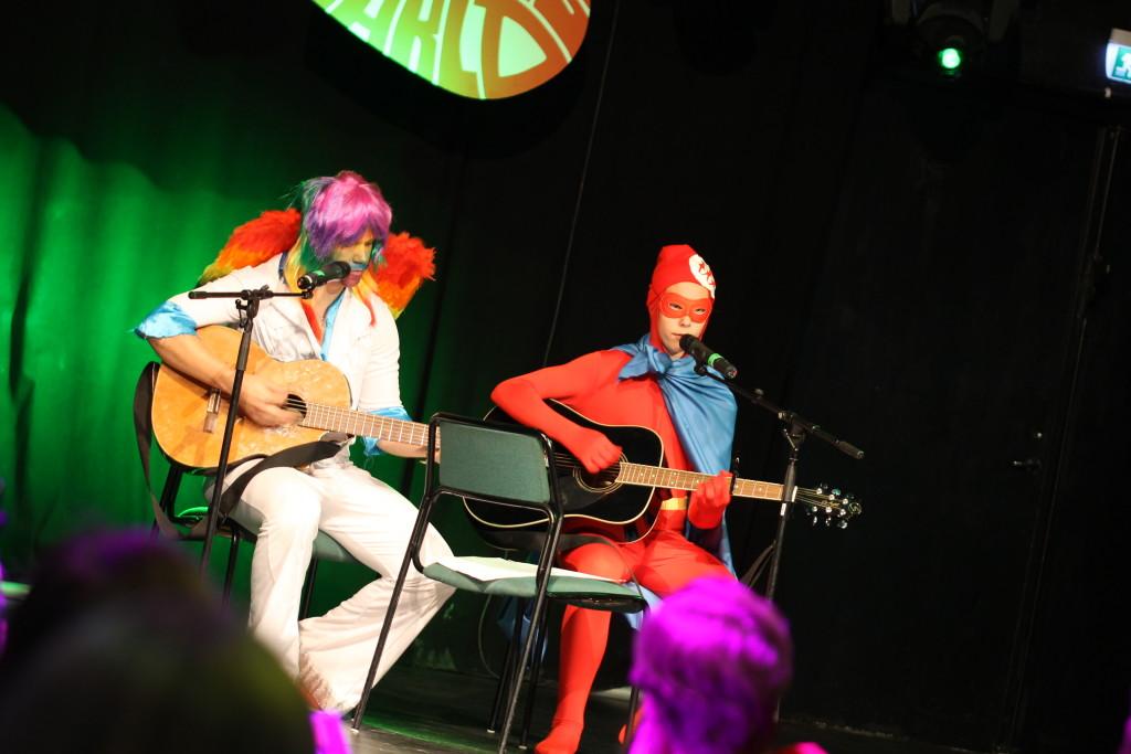 Claes-Barbro sjöng sånger tillsammans med Equality Fighter