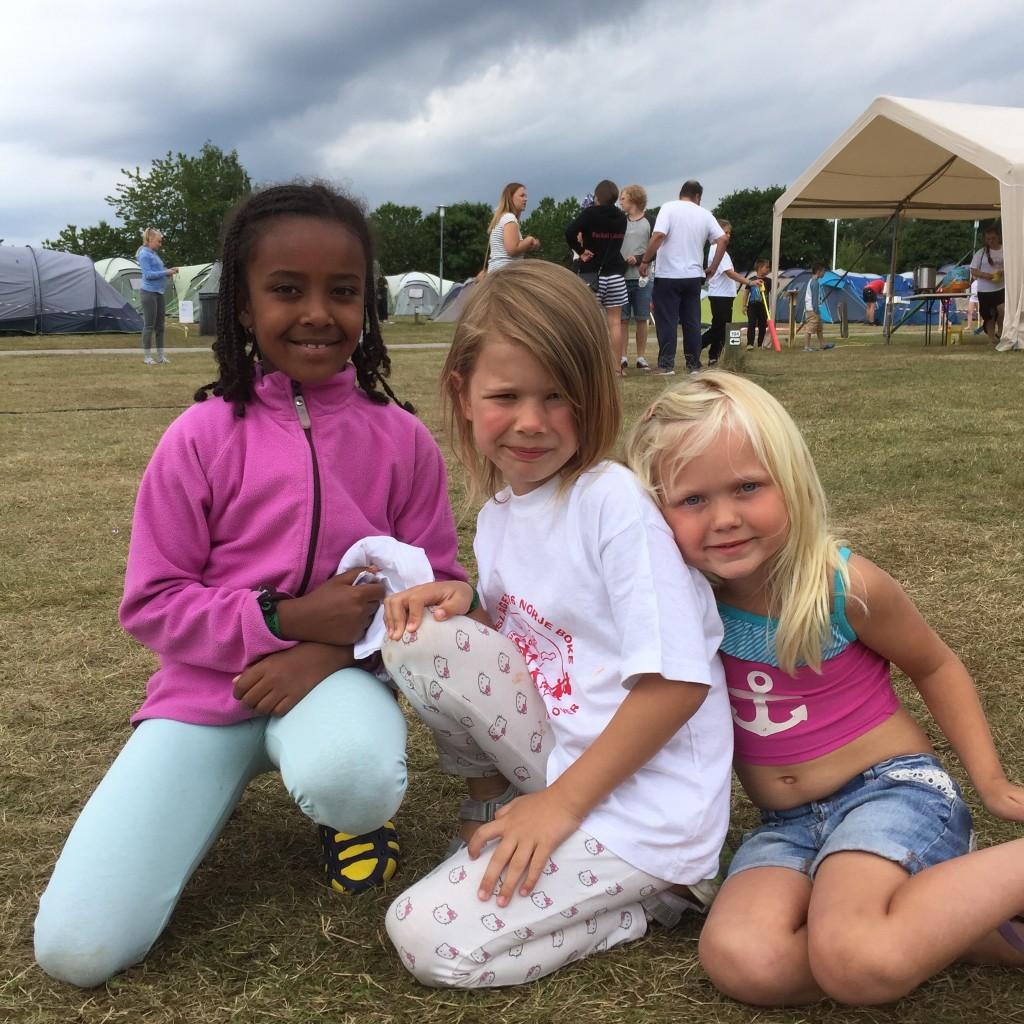 Detta läger var Melissas första läger medan Ruth och Ellen varit med på örnläger varje sommar i fem års tid. På frågan om vad deras bästa sommarlovsminnen är svarade alla tre att det är att vara på örnläger!