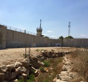 Delar av muren som omger Qalqiliya.